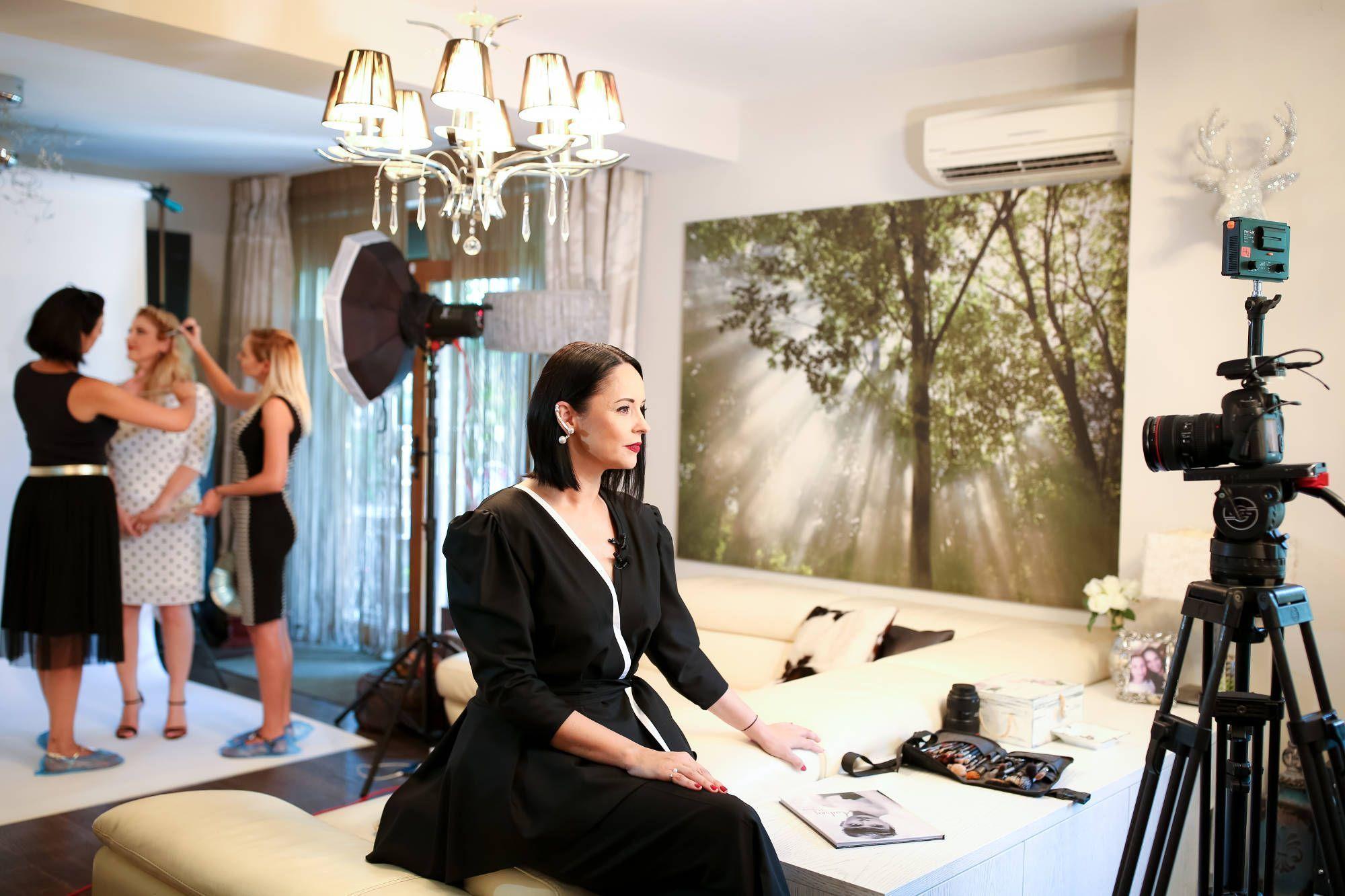 Imagini exclusive de la sedinta foto din casa Andreei Marin